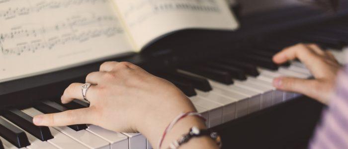 Lezioni di pianoforte con mani