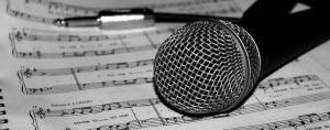Microfono Spartito Musicale