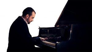 Maestro pianoforte Alessandro Caltabiano